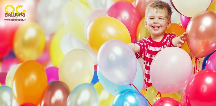 Gonfia i palloncini con le bombole ad elio usa e getta